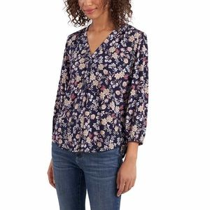 Two by Vince Camuto V Neck Top